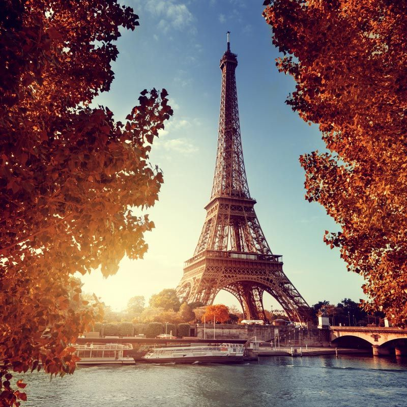 Eifel tower in the fall